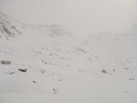 Если приглядеться, в дымке видно, что снега мало!
