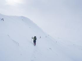 Подрезаем неожиданно крутой склон под перевалом Столичных дилетантов