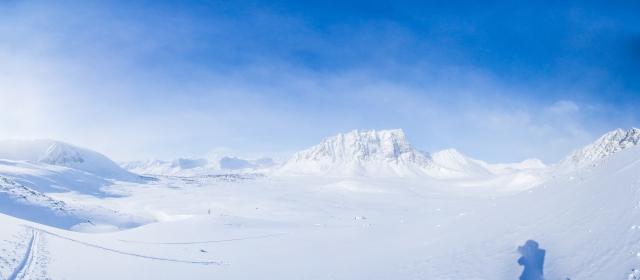 Панорама на юго-запад со взлёта пер. между Светлой и Лев. Талой